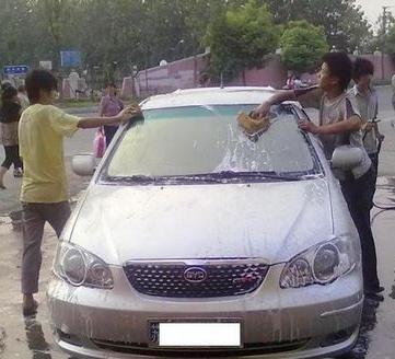 汽车外表该如何清洗?